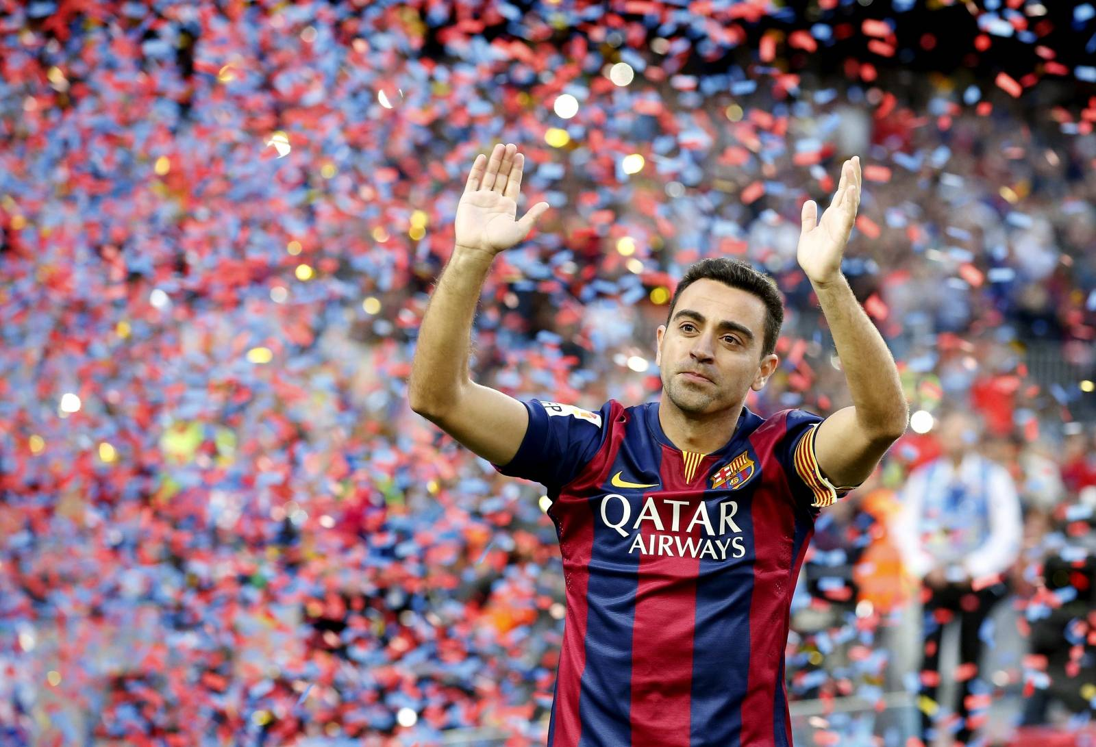 FILE PHOTO: Barcelona's Xavi Hernandez applauds the Camp Nou crowd after a 2-2 draw against Deportivo La Coruna in his final home game.