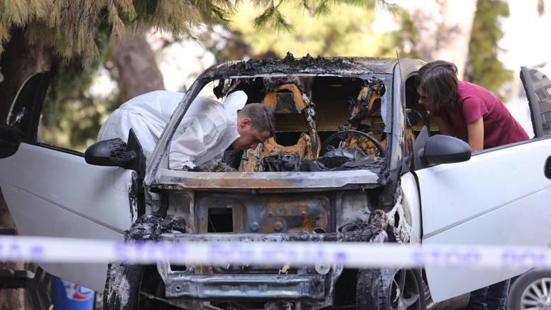 FOTO U Splitu je izgorio auto