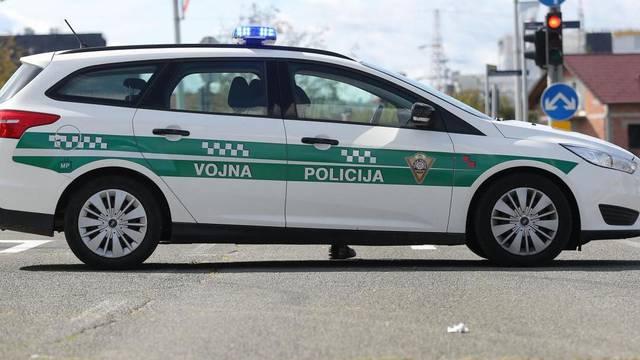 Hrvatski vojnik zaustavio auto, popeo se na krov i vikao