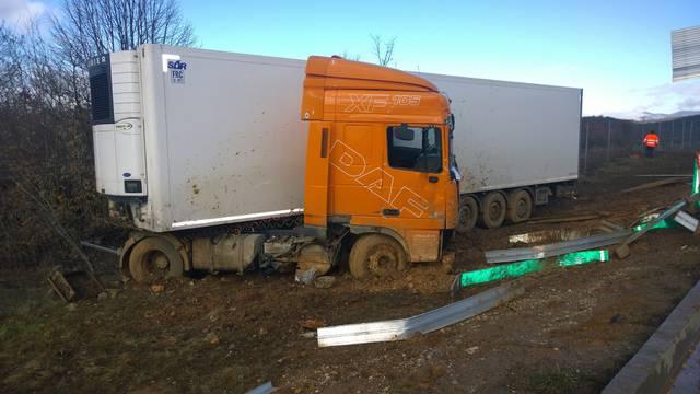 Perušić: Zbog brzine probio je kamionom  ogradu autoceste