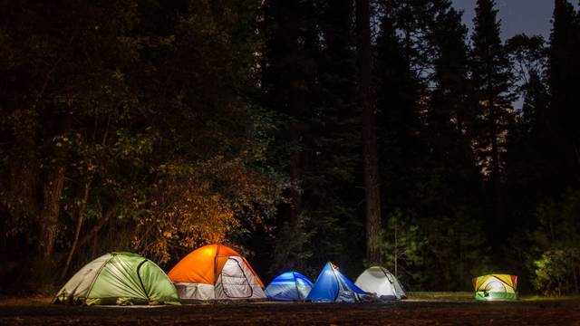 5 načina kako kampiranje pozitivno utječe na djecu!