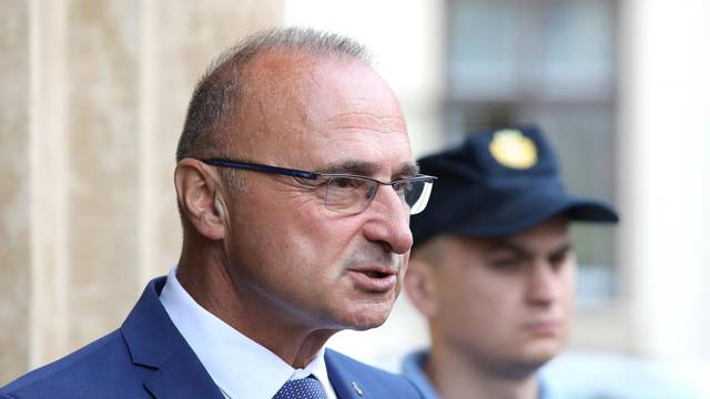 Zagreb: Dolazak ministara na sjednicu užeg kabineta Vlade