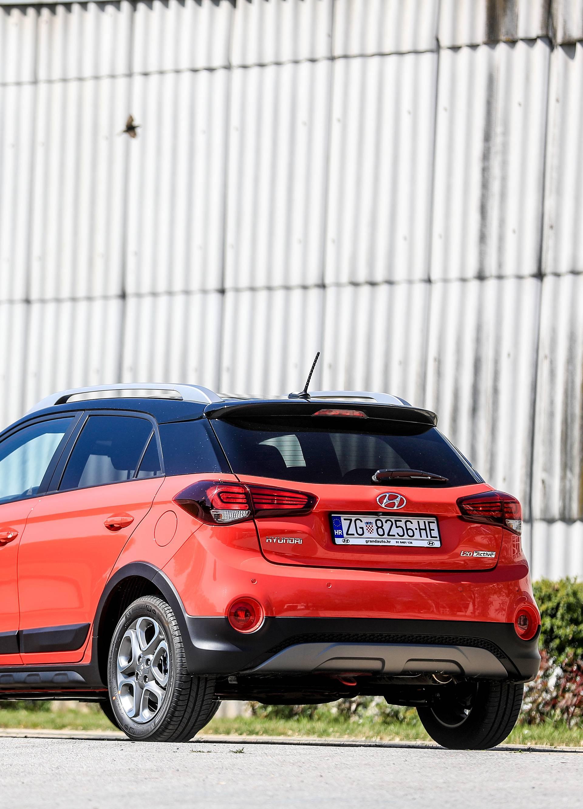 Ušminkani gradski Hyundai i20 Active odlično glumi da je SUV
