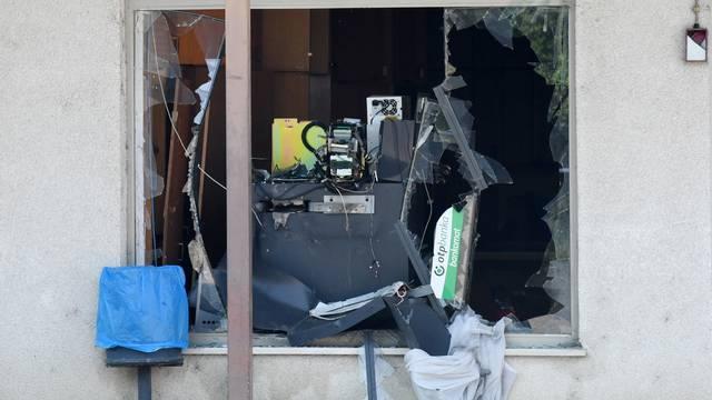 Lekenik: Nepoznati počinitelj tijekom noći raznio bankomat u zgradi OTP banke