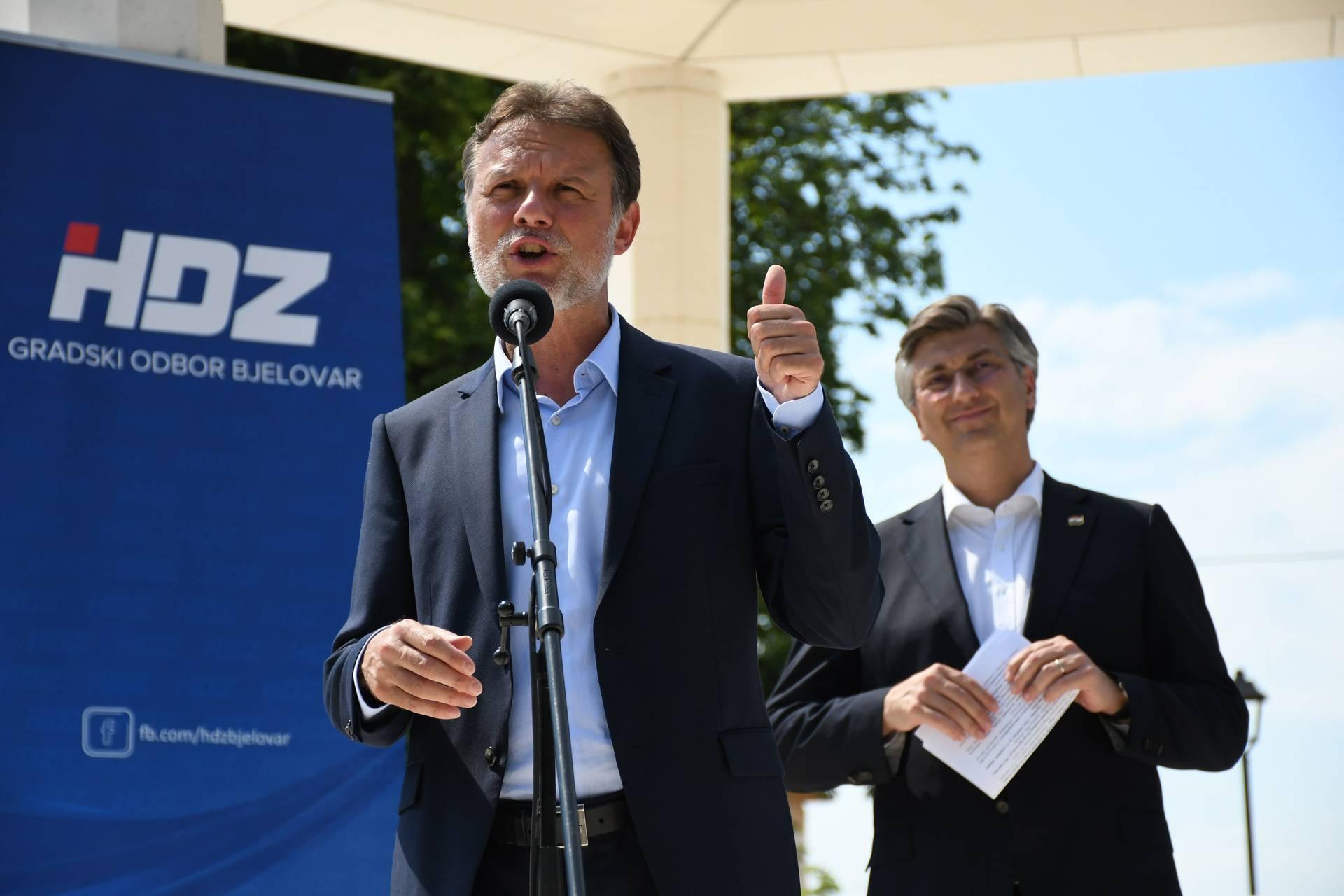 Plenković u Bjelovaru izbjegavao svaki fizički kontakt