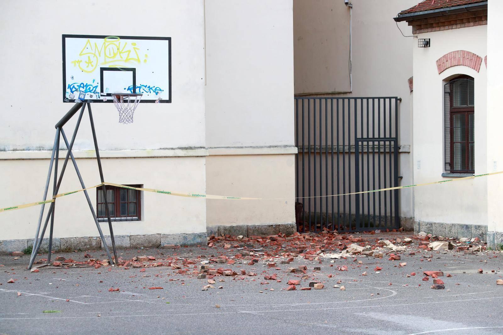 Zagreb: Vidljive posljedice potresa na  osnovnoj školi Josipa Jurja Strossmayera