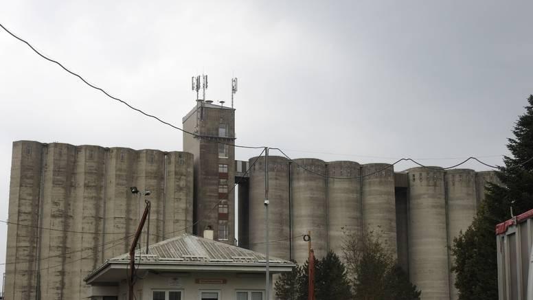 Ostao je zarobljen: Gojka (52) zatrpalo osam tona kukuruza...