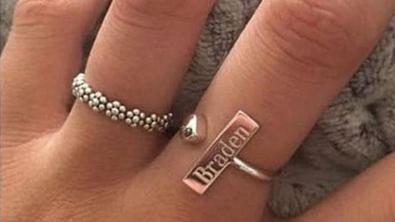 Djevojku zaručio prstenom na kojem je ugravirao svoje ime