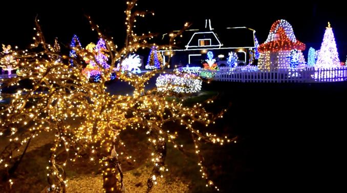 I ove godine ukrasi na kućama pričaju prelijepu božićnu priču
