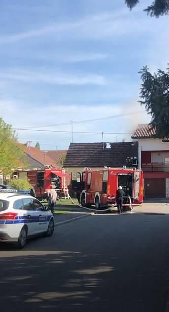 Gori krovište kuće u Osijeku: U požaru nema ozlijeđenih