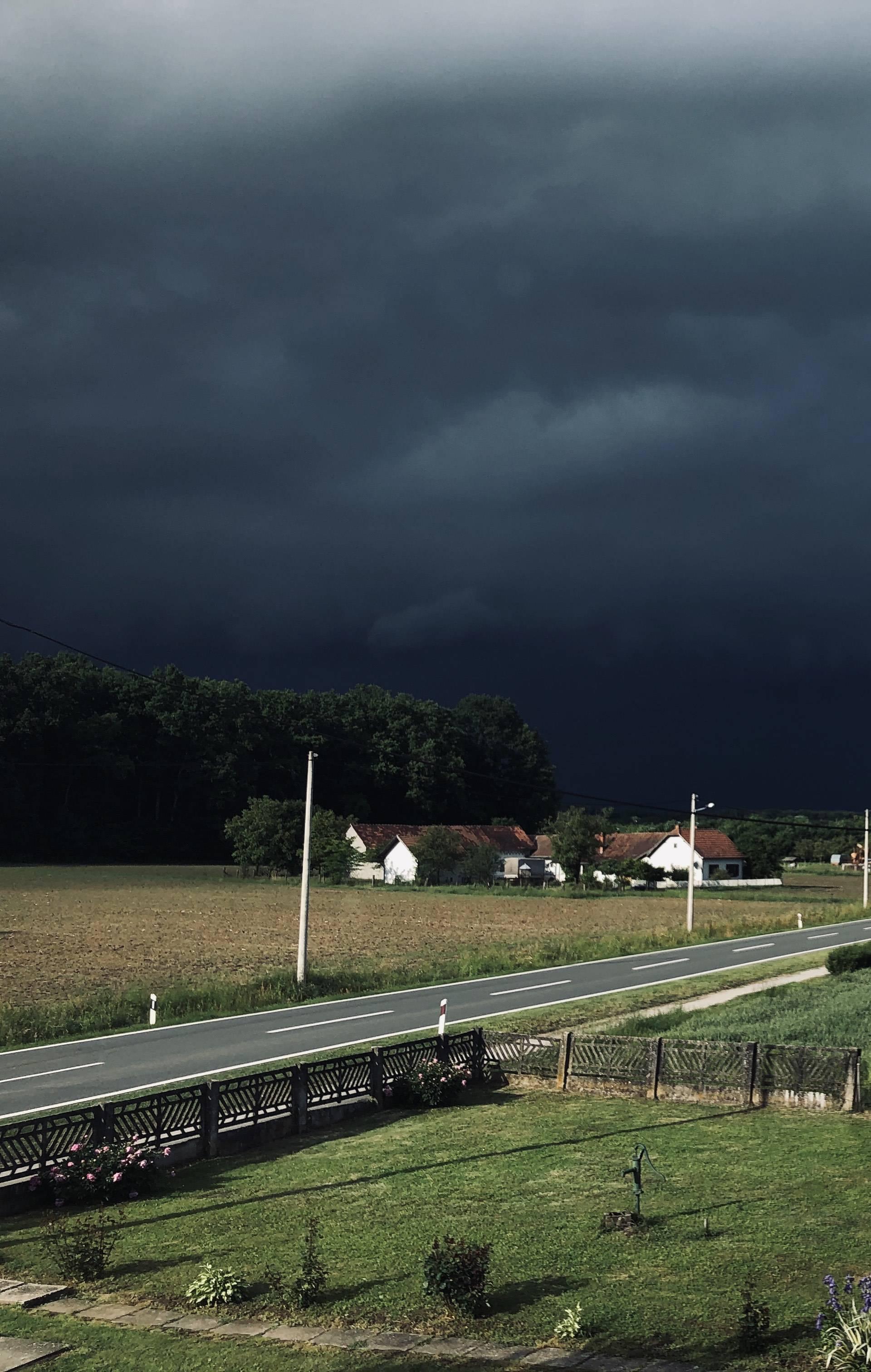 Olujno nevrijeme u Hrvatskoj: Kišu i tuču popratio jaki vjetar