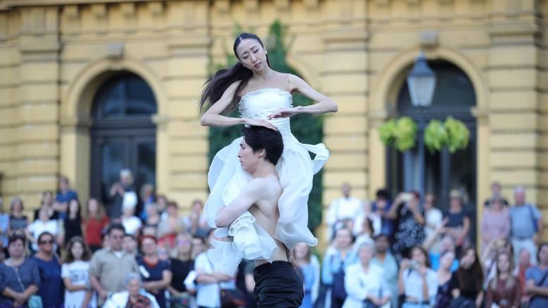 Nastavila se plesna čarolija ispred zagrebačkog HNK
