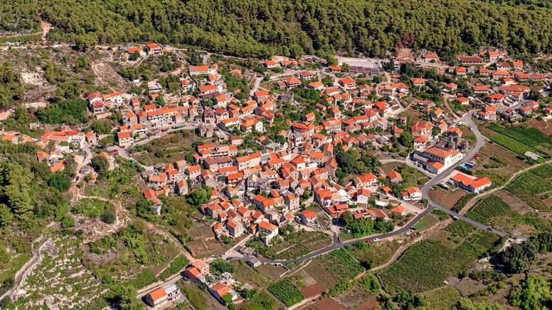 Korona u Plenkovićevom selu: U Svirčima na Hvaru 11 zaraženih