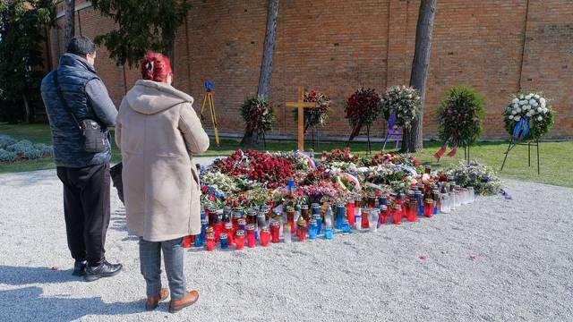 Tjedan dana nakon Bandićevog sprovoda: 'Svake minute netko mu na grobu zapali svijeću'