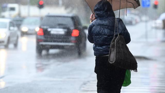 Ostanite doma: Grmljavinski pljuskovi diljem Hrvatske, a moguće su pijavice i poplave