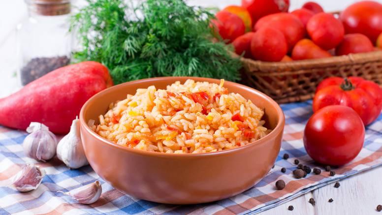 Imate viška paprike i rajčica? Napravite fini sataraš s rižom