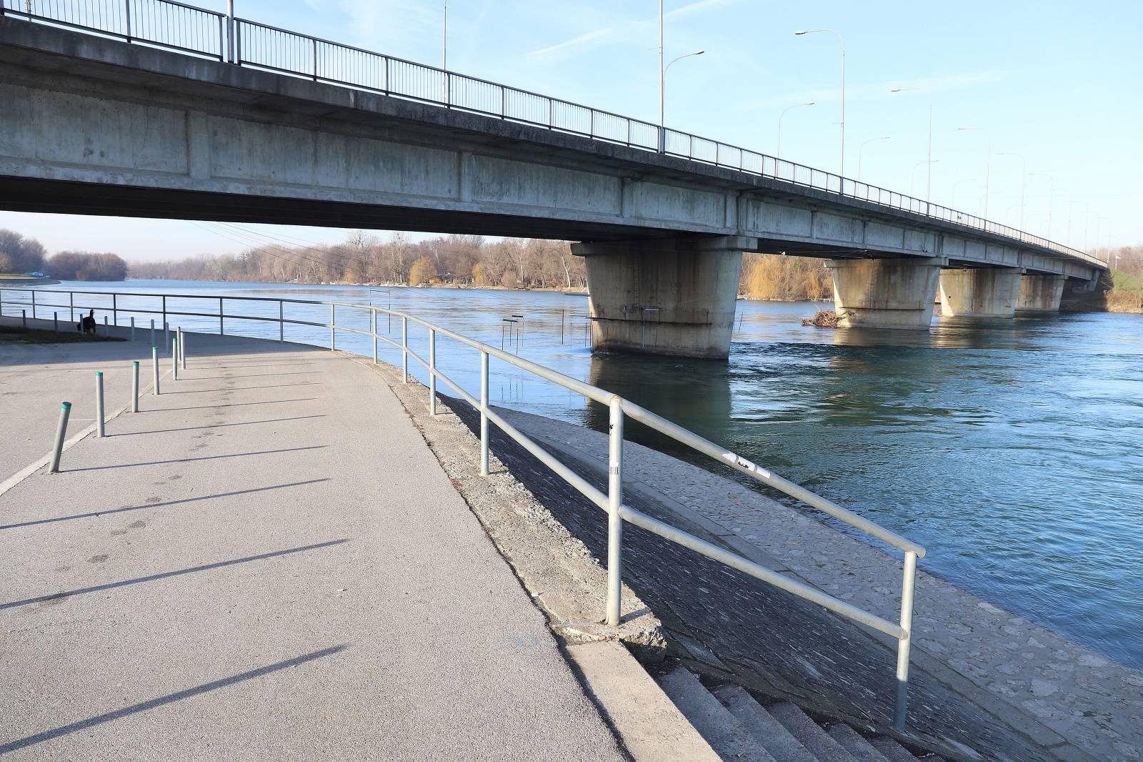 Varaždin: Ispod glavnog mosta koji spaja Varaždinsku i Međimursku županiju pronađen ženski leš