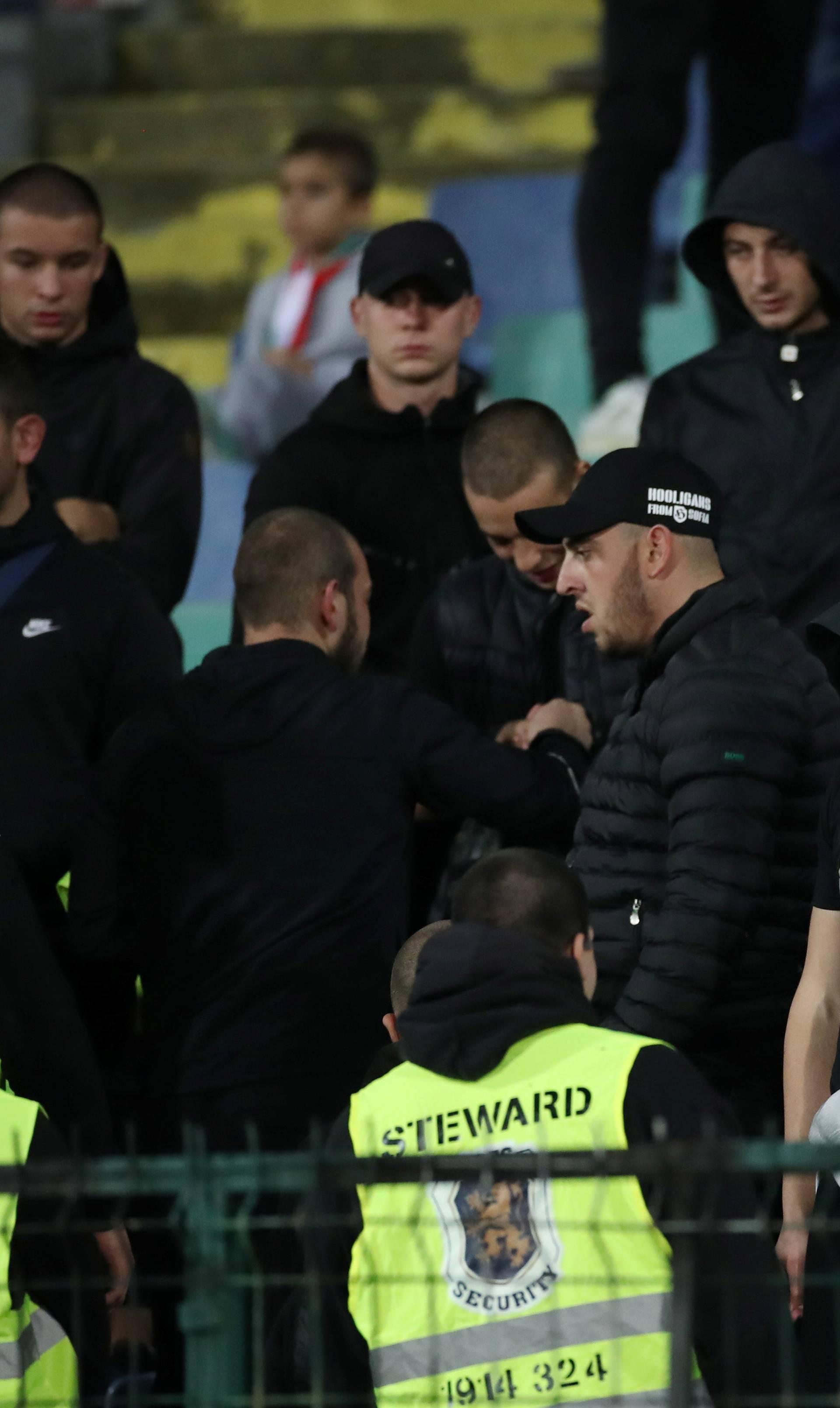 Čudna smrt navijača Engleske: Prijetio pa umro pri privođenju
