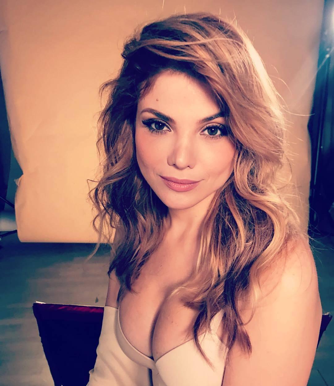 Lejla Filipović iznenadila je bujnim dekolteom: 'Volim cice'