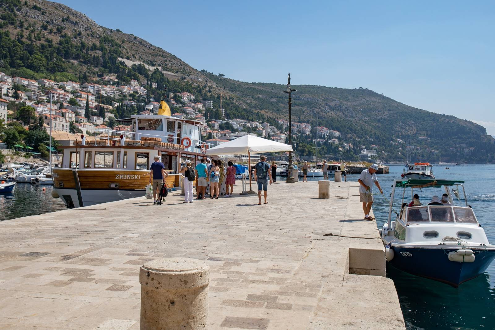 Dubrovnik: Grupe turista u staroj gradskoj jezgri