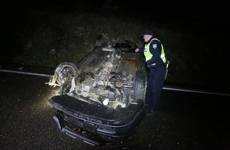 Jadranska magistrala: Auto se prevrnuo, vozač je izašao van