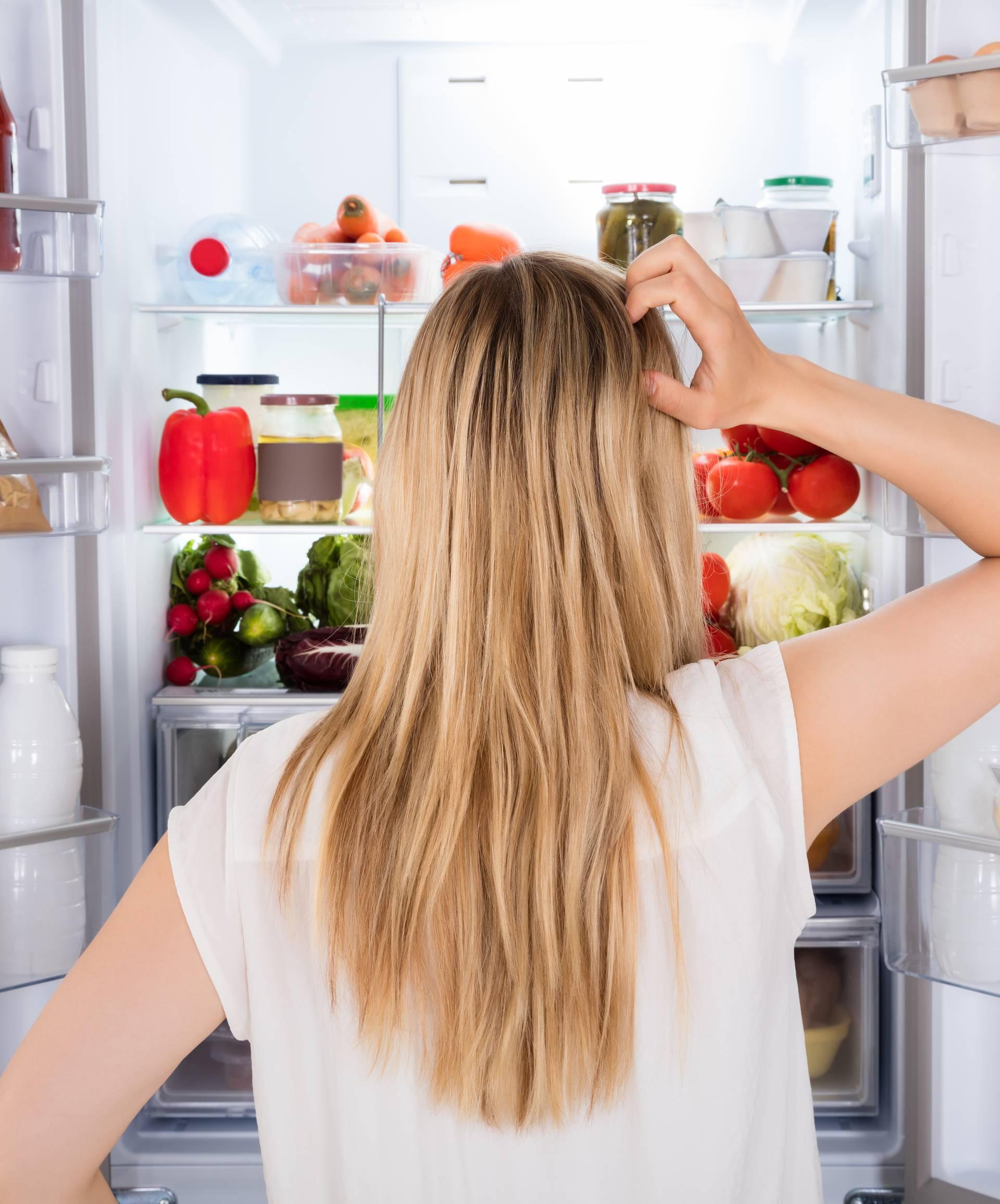 Znate li zašto jedemo nezdravu hranu kada nam nedostaje sna?