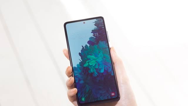 Samsungovo šarenilo: Isprobali smo Galaxy S20 u FE izdanju