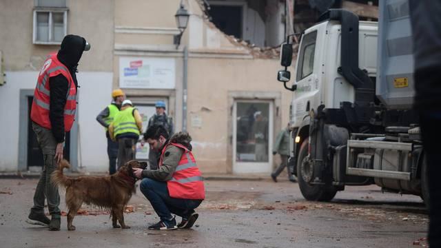 Petrinja: Peti dan nakon razornog potresa saniraju se posljedice