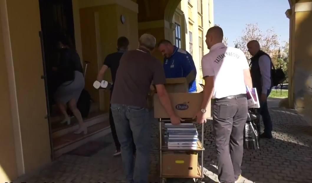 Golužin Tatran donirao je 200 knjiga knjižnici u Našicama