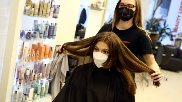 Hairdresser open after third national lockdown was loosened in Austria