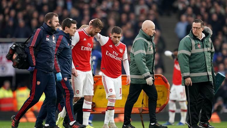 Arsenal ostao bez svog braniča Chambersa na čak pola godine