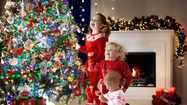 Jednostavni pokloni za Božić koje možete izraditi i s djecom...