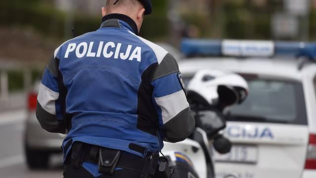 Sjekirom im napao automobil pa gađao policajca u Iloku, u vozilu Hitne jednog i ozlijedio