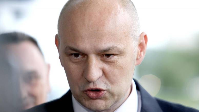 'Hrvati su politički nepismeni'. I zato trebaju birati Kolakušića