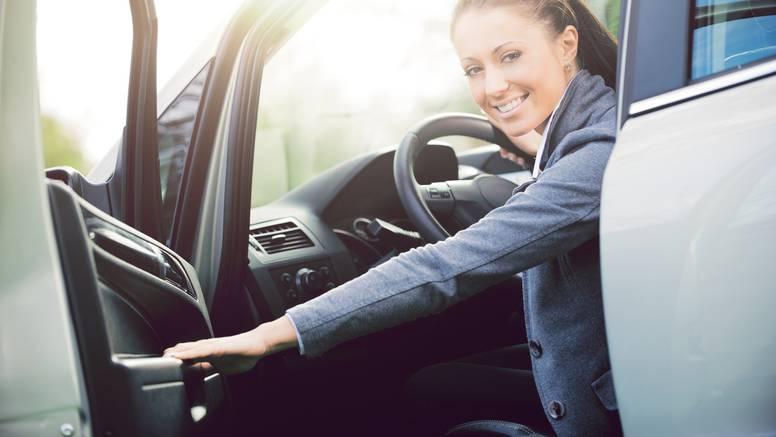 Evo zašto vrata na autu nikada ne treba otvarati lijevom rukom