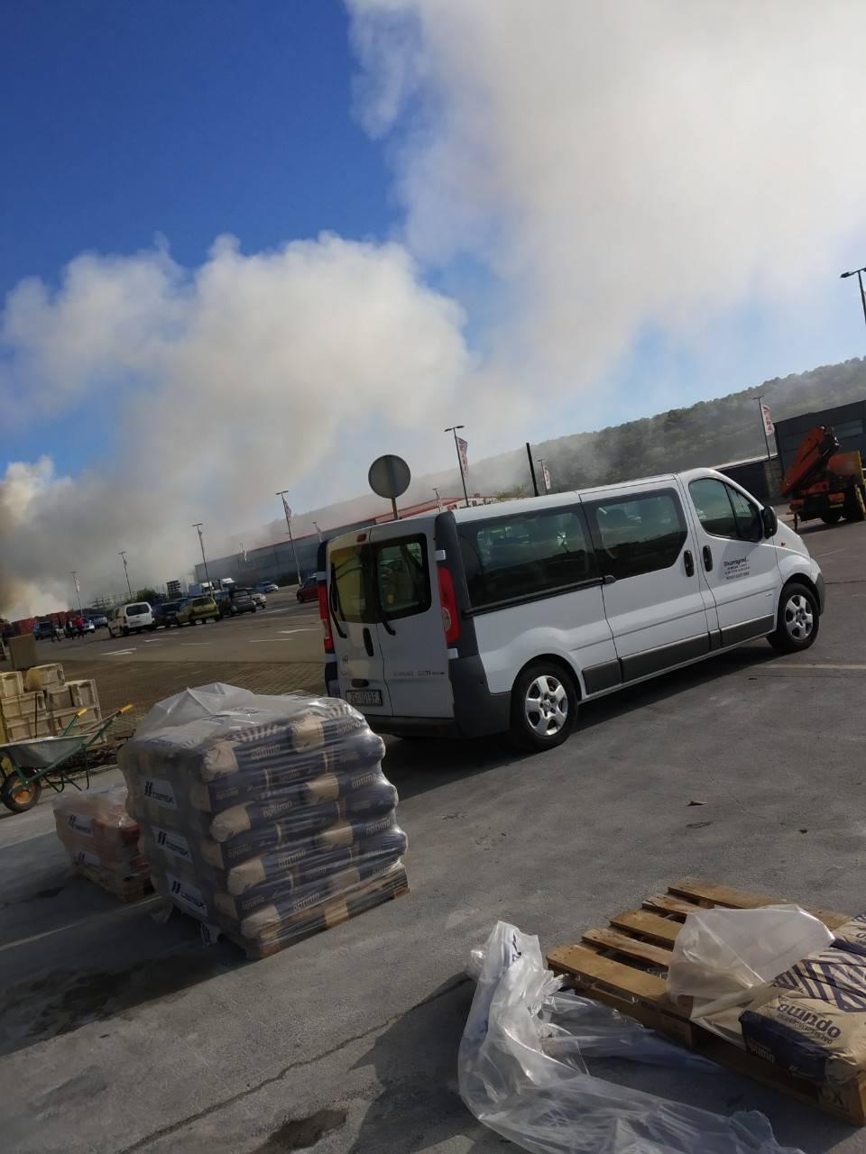Vatrogasci gase požar u Rijeci, zapalilo se odlagalište otpada