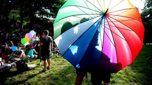 Kišobran duginih boja zamijenit ćete crnim, prihvatljivijim, zbog nedavnih napada na Povorci