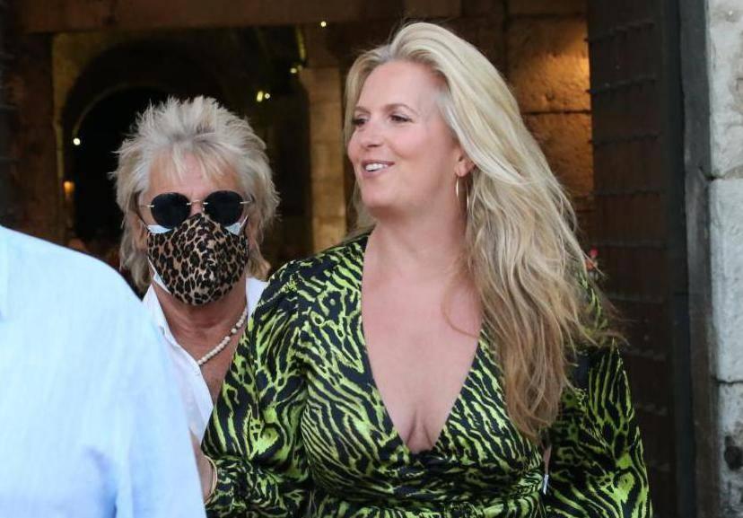 Rod Stewart s obitelji i prijateljima prošetao Splitom