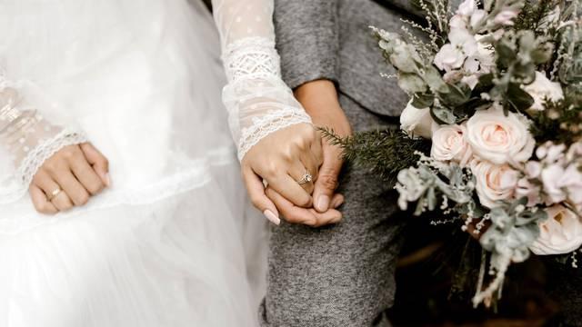 'Da sam znala izrekla bih neke od ovih bračnih zavjeta svom suprugu na dan vjenčanja'