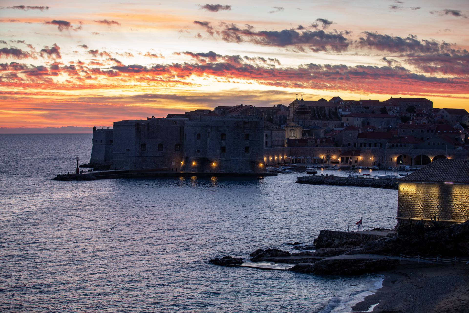 Zalasci sunca u Dubrovniku su apsolutna čarolija boja i prirode