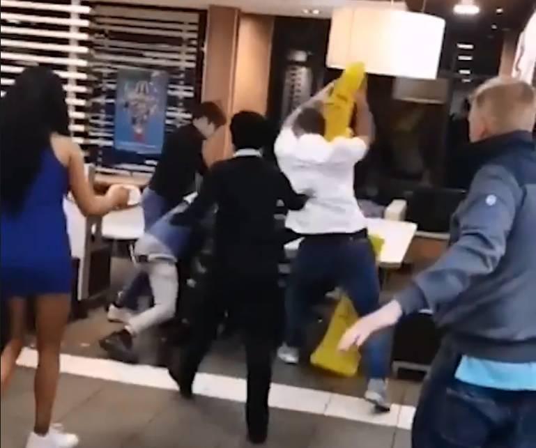 Video: Trojac napao zaštitara, tukli su ga šakama i nogama...