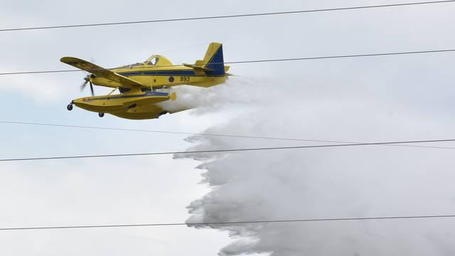 Požar u Kistanjama gasila su i 2 air tractora: Pod kontrolom je