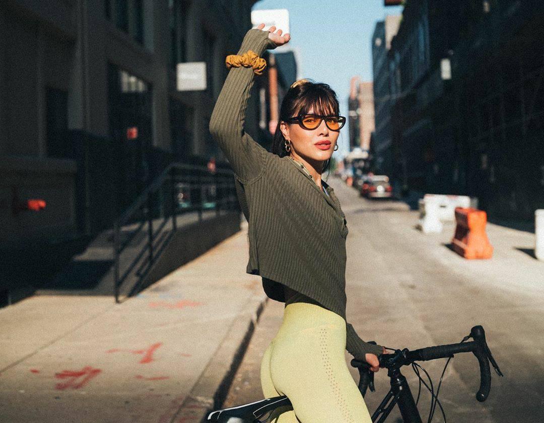 Bicke i pletena končana vesta za gradsku vožnju na dva kotača