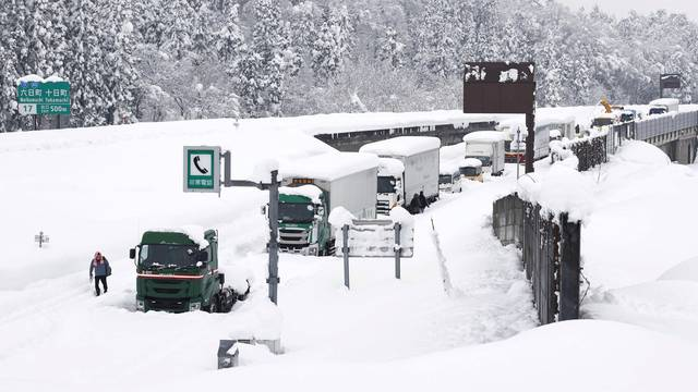 Heavy snow in Japan