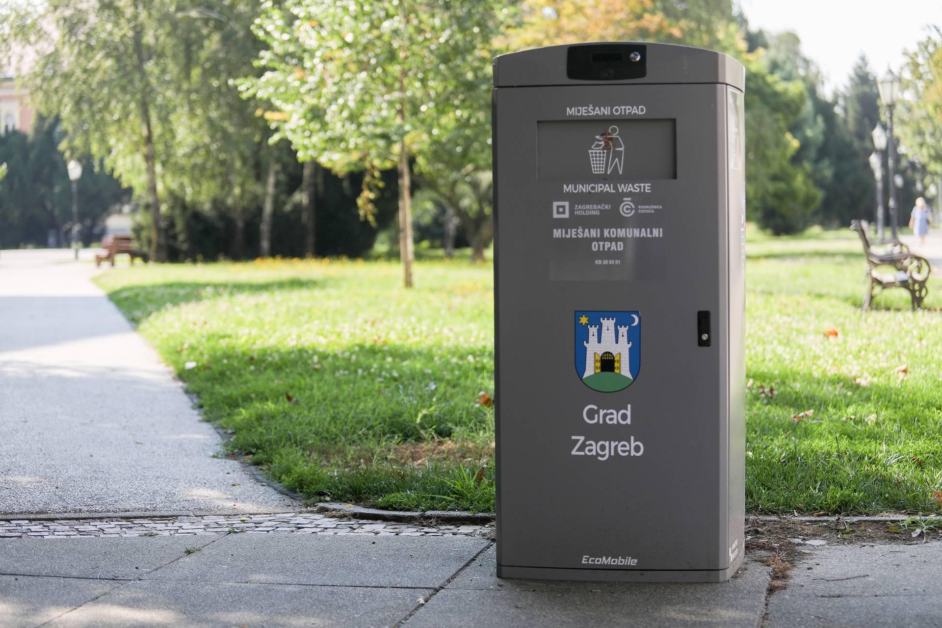 Pametna kanta: U Zagrebu sada smeće bacajte bez diranja kante