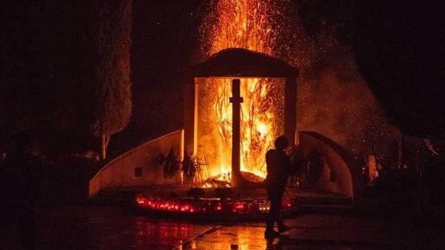 Gorjelo groblje: 'Mještani su se uplašili, vatra je zahvatila križ'