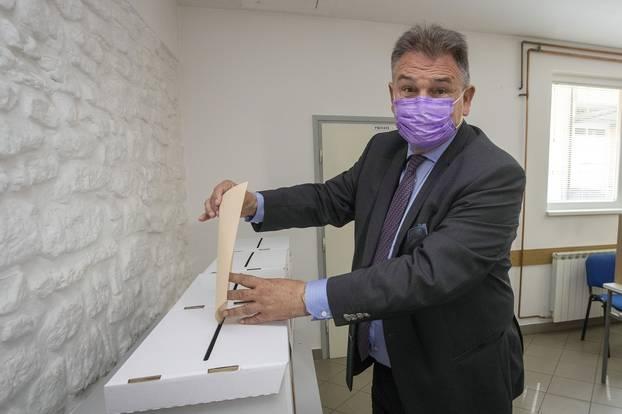 Varaždin: Župan Radimir Čačić glasovao na lokalnim izborima