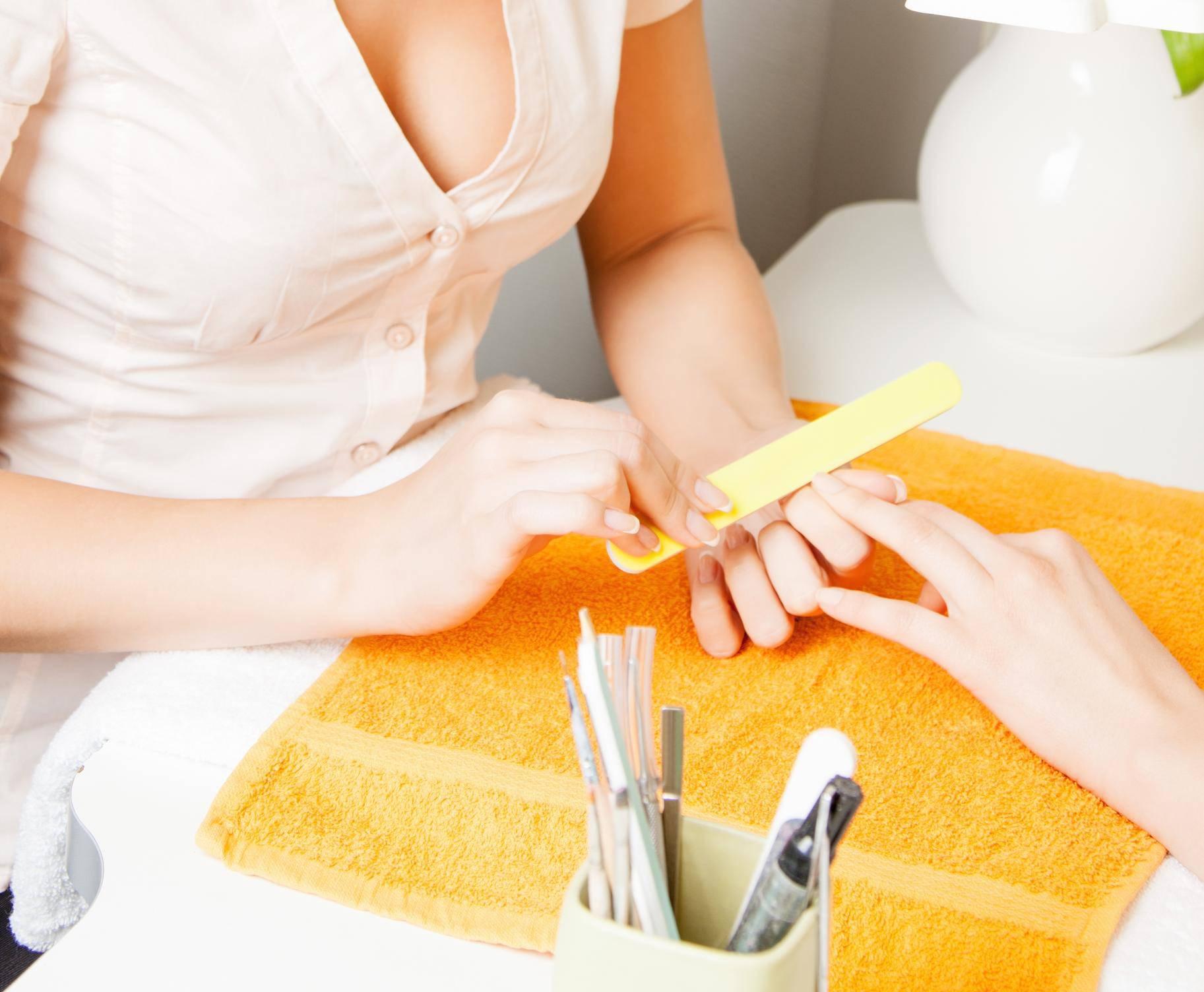 Ako vam se lak za nokte brzo ljušti, možda ih krivo njegujete