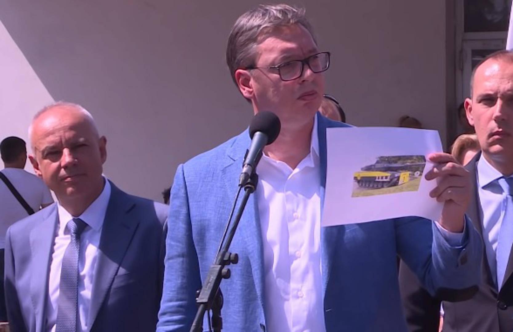 Vučić opet halucinira: Borussia isto ima tenk ispred stadiona...