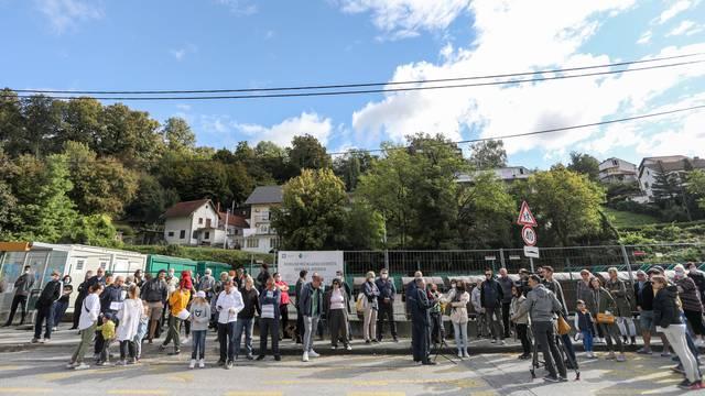 Zagreb: Stanovnici Črnomerca mirno prosvjedovali zbog izgradnje reciklažnog dvorišta